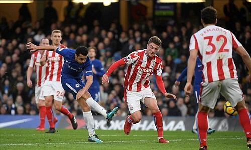 Pedro ghi bàn nâng tỷ số lên 3-0 cho Chelsea. Ảnh:Reuters.