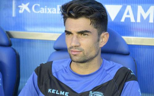 Enzo ít có cơ hội thi đấu cho Alaves. Ảnh: Marca