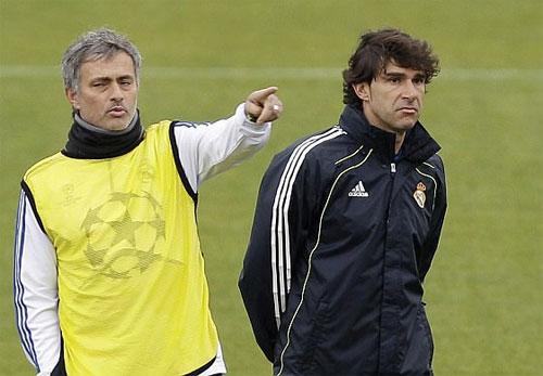 Karanka (phải) là trợ lý của Mourinho suốt ba năm tại Real. Ảnh: Reuters