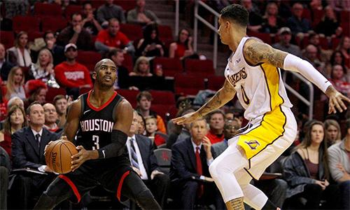 Chris Paul (áo đen, số 3) tỏa sáng đúng lúc giúp Rockets ngắt mạch trận thua. Ảnh: SBNations.