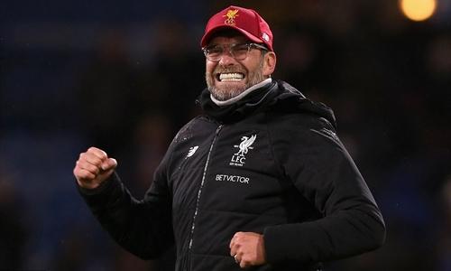 Klopp phấn khích với ba điểm giành được trên sân của Burnley. Ảnh: PA.