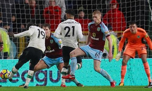 Cú đá của Mane đưa Liverpool vượt lên. Ảnh:Reuters.