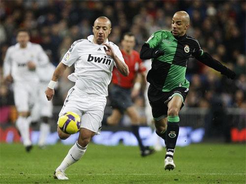 Faubert (trái) chỉ chơi hai trận cho Real. Ảnh: Reuters