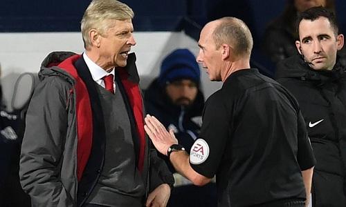 Wenger bị cho là đã chất vấn sự trung thực của các trọng tài. Ảnh: Sky Sports.