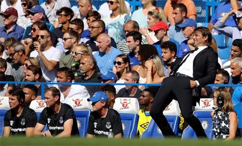 Conte dễ bị kích thích vì diễn biến trận đấu. Ảnh: Reuters
