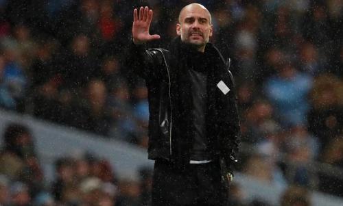 Guardiola xót xa vì cầu thủ bị bòn rút sức lực. Ảnh: Reuters.