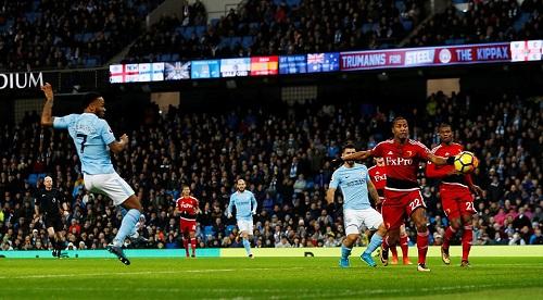 Sterling ghi bàn sớm nhất Ngoại hạng Anh mùa này. Ảnh: Reuters.
