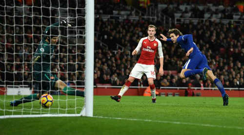 Alonso đưa Chelsea vượt lên. Ảnh: Reuters.