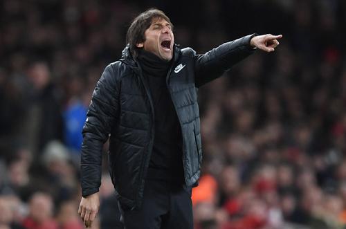 HLV Conte tiếc nuối với trận hoà trên sân Emirates. Ảnh: Reuters