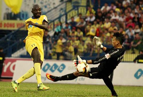 Uche từng khoác áo sáu đội bóng Việt Nam là Cần Thơ, Đà Nẵng, An Giang,Quảng Ninh,Khánh Hòa và Thanh Hóa.