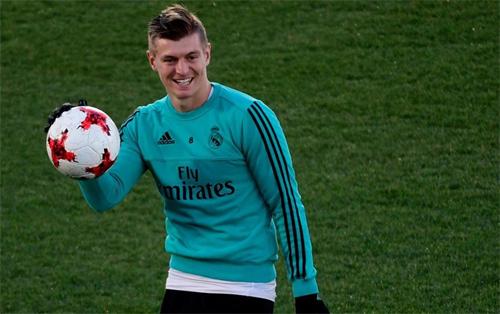 Kroos có thể là vật hy sinh cho một thương vụ khổng lồ sắp tới của Real. Ảnh: Reuters