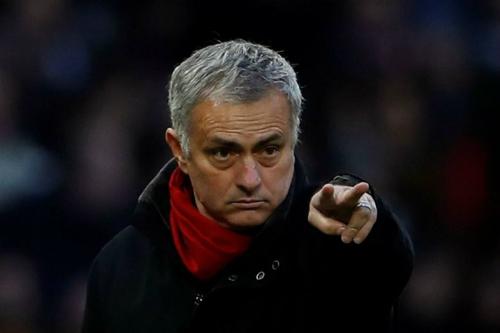 Mourinho đang phải làm việc xa gia đình. Ảnh: Reuters.
