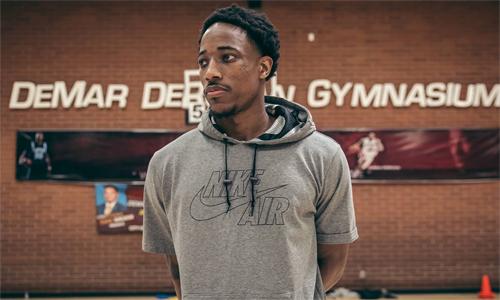 DeRozan đang thực hiện nhiều dự án ý nghĩa với những đứa trẻ yêu bóng rổ tại Compton. Ảnh: The Undefeated.