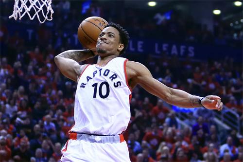 DeRozan đã vượt qua tuổi thơ dữ dội ở Compton để vươn lên thành ngôi sao hàng đầu NBA. Ảnh: Reuters.