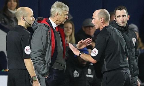 Wenger chỉ trích thậm tệ công tác trọng tài ở Ngoại hạng Anh mùa này. Ảnh: Reuters.