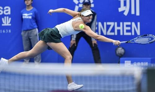 Sharapova bất lực trước quyết tâm của Siniakova. Ảnh: Photoshot.