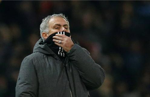 Mourinho trong trận đấu với Derby. Ảnh:Reuters.