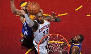 LeBron James: Cỗ máy ghi điểm đang 'hồi xuân' của NBA