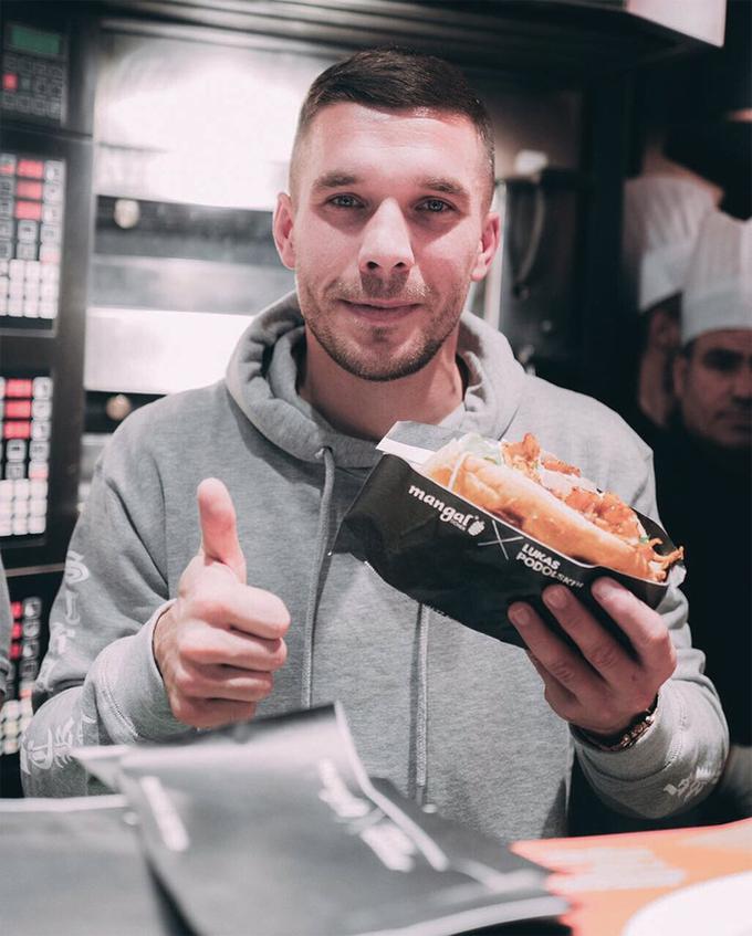 Podolski mở quán bánh mì kebab ở Đức