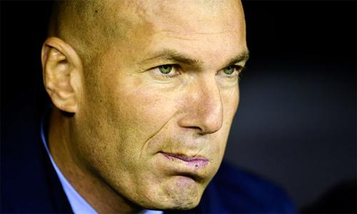 Zidane bực tức vì kết quả không như ý dù đã chuẩn bị kỹ. Ảnh: AFP.