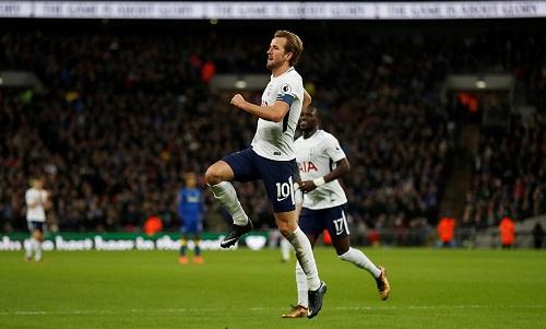 Kane tìm lại cảm giác ghi bàn với cú đúp vào lưới Wimbledon. Ảnh: Reuters.