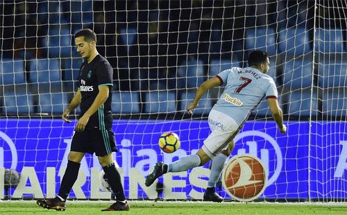 Gomez giữ lại một điểm cho Celta Vigo. Ảnh: Reuters