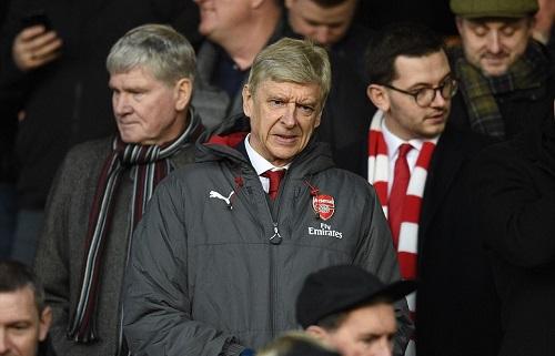 Wenger theo dõi trận đấu từ trên khán đài. Ảnh: AFP.