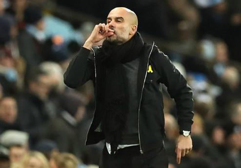 Hành động không đẹp của Guardiola. Ảnh:AFP.