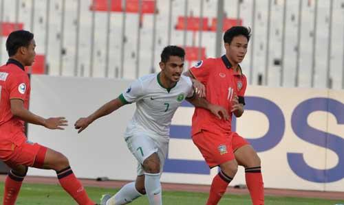 Sarachat (số 11) là cầu thủ được kỳ vọng nhiều nhất ở U23 Thái Lan.