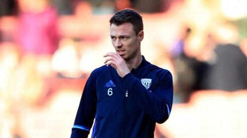 Jonny Evans được cả Arsenal lẫn Man City quan tâm. Ảnh: PA.