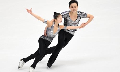 Ryom Tae Ok và Kim Ju Sik tại Asian Games mùa đông 2017. Ảnh: AFP.