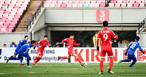 Thái Lan gục ngã ngay trận mở màn.