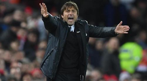 Conte vướng vào cuộc khẩu chiến quyết liệt với Mourinho. Ảnh: PA.