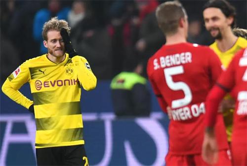 Schurrle (trái) và đồng đội chỉ đang xếp thứ ba tại Bundesliga. Ảnh: Sport1