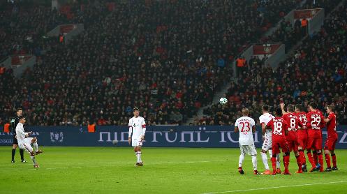 Cú đá phạt tuyệt đẹp ấn định tỷ số của James Rodriguez. Ảnh:Reuters.