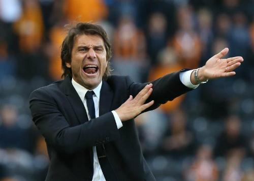 Phong thái chỉ đạo quyết liệt của Conte thường thấy ở Chelsea. Ảnh:Reuters.