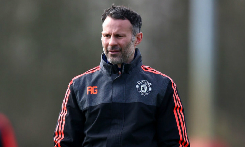 Ryan Giggs khi còn làm trợ lý huấn luyện viên tại Man Utd. Ảnh:AFP.