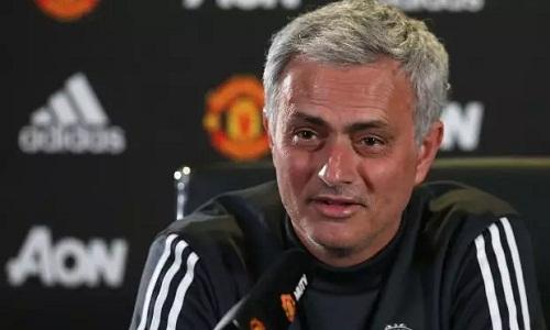 Mourinho nói sẽ thôitranh cãi vì đã khinh Conte. Ảnh: Man Utd.