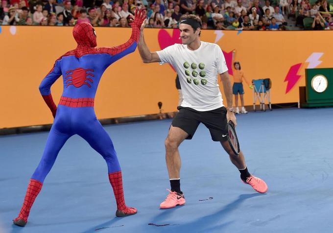 Federer và Djokovic đối đầu 'Biệt đội siêu anh hùng'