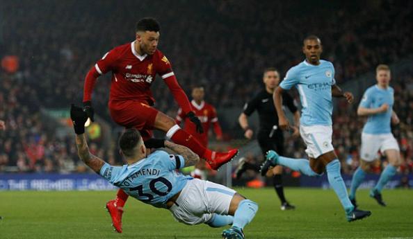 Màn trình diễn tuyệt vời của Oxlade-Chamberlaincó thể là câu trả lời cho sự ra đi của Coutinho. Ảnh:Reuters.