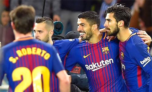 Alba (thứ hai từ trái sang) cùng đồng đội thắng 4-2 ngay trên sân của Sociedad. Ảnh: Reuters
