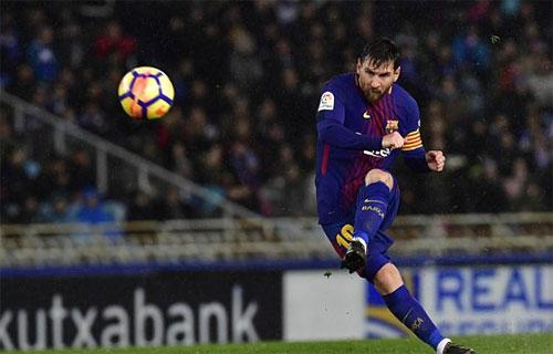 Messi hoàn tất chiến thắng cho Barca bằng cú sút phạt trực tiếp.