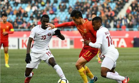 Trung Quốc (áo đỏ) gây thất vọng ngay trên sân nhà. Ảnh:AFC.