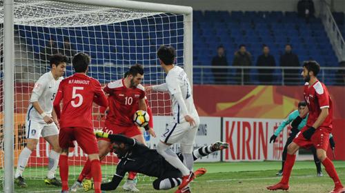 Syria (đỏ) càng chơi càng hay ở giải năm nay. Ảnh: AFC.
