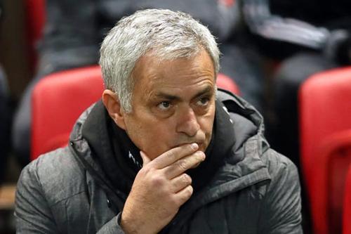 Mourinho tỏ vẻ bình thản sau khi rút ngắn cách biệt với Man City. Ảnh: PA.