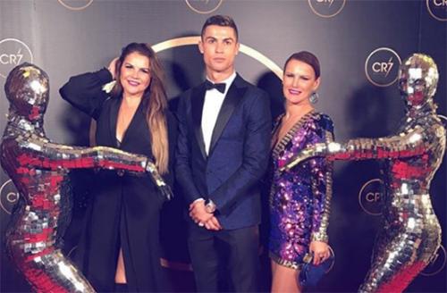 Chị gái lên mạng xã hội động viên Ronaldo