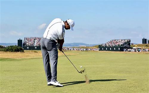 Tiger Woods là một trong những người lên tiếng mạnh mẽ nhất về sự bất ổn của trái bóng golf hiện tại. Ảnh: Golfweek.