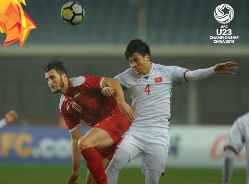 Mohtadi (số 10) bỏ lỡ cả tá cơ hội trước Việt Nam và bị sánh như Benzema, tiền đạo mới ghi bốn bàn trong 18 trận cho Real mùa này. Ảnh:AFC.