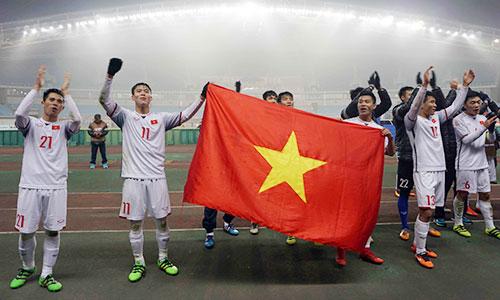 Cầu thủ U23 Việt Nam thể hiện lối đá phòng thủ chặt chẽ, tạo nên kỳ tích. Ảnh: Anh Khoa.