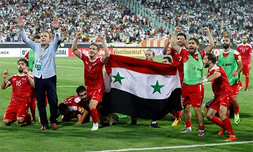 Syria không thể giành vé đến World Cup 2018, nhưng vẫn làm nên một hành trình đáng tự hào ở vòng loại, dù không được đá trên sân nhà vì điều kiện chiến tranh. Ảnh: AFP.